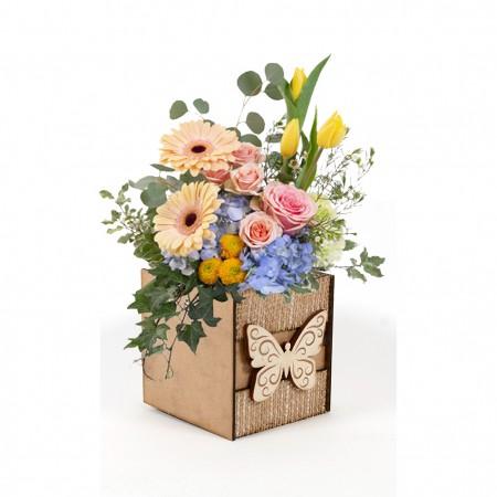 Дървена кашпа: Барселона (Пролетна кашпа 2) - с цветя