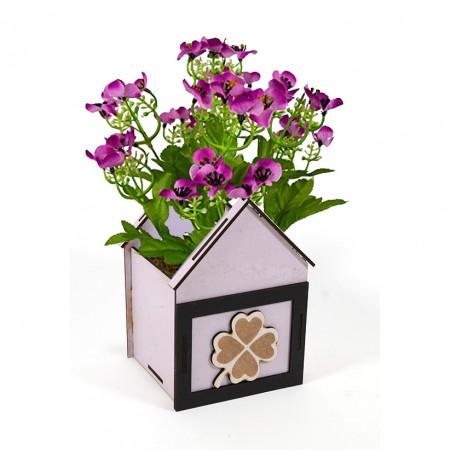 Дървена кашпа: Къщичка с детелина - с цветя