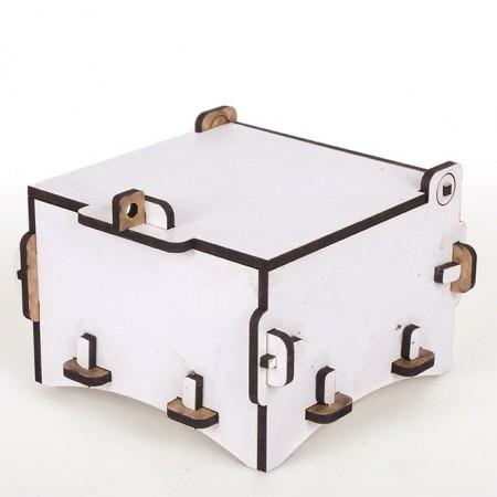 Дървена кутийка: 10х10х8 см, бяла