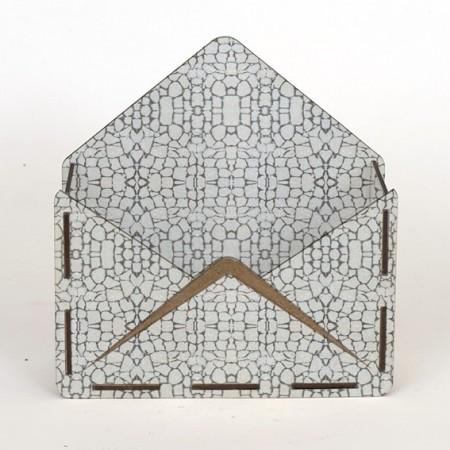 Дървена кашпа - тип плик - Бял камък