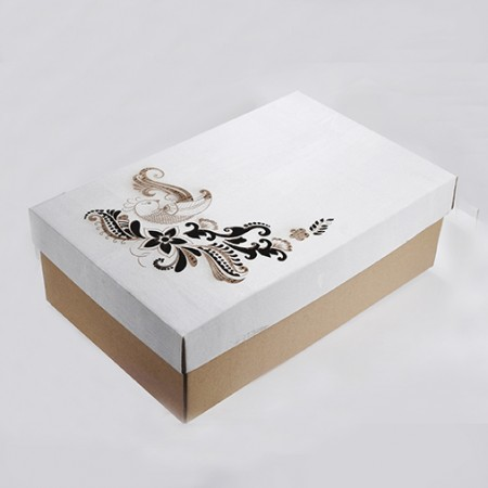 Стилна за подарък - кутия от велпапе с дизайн на цветя